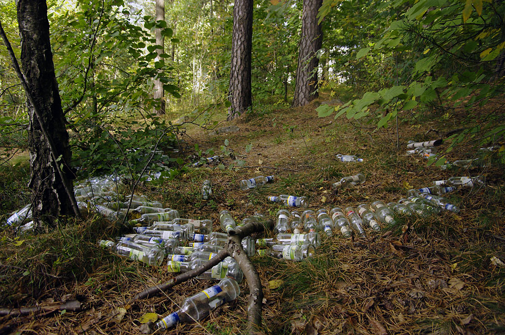 Flasker henslengt på paviljongtomta